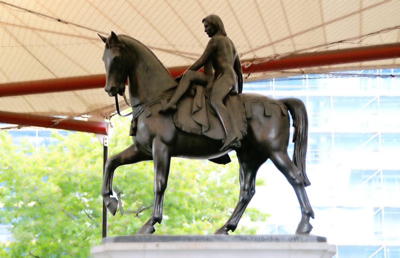 Lady godiva heykeli