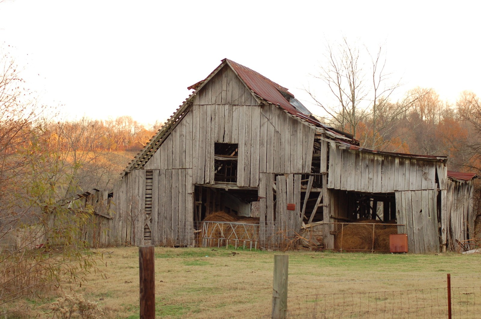 Free old country barn 1 stock photo for Country barn builders