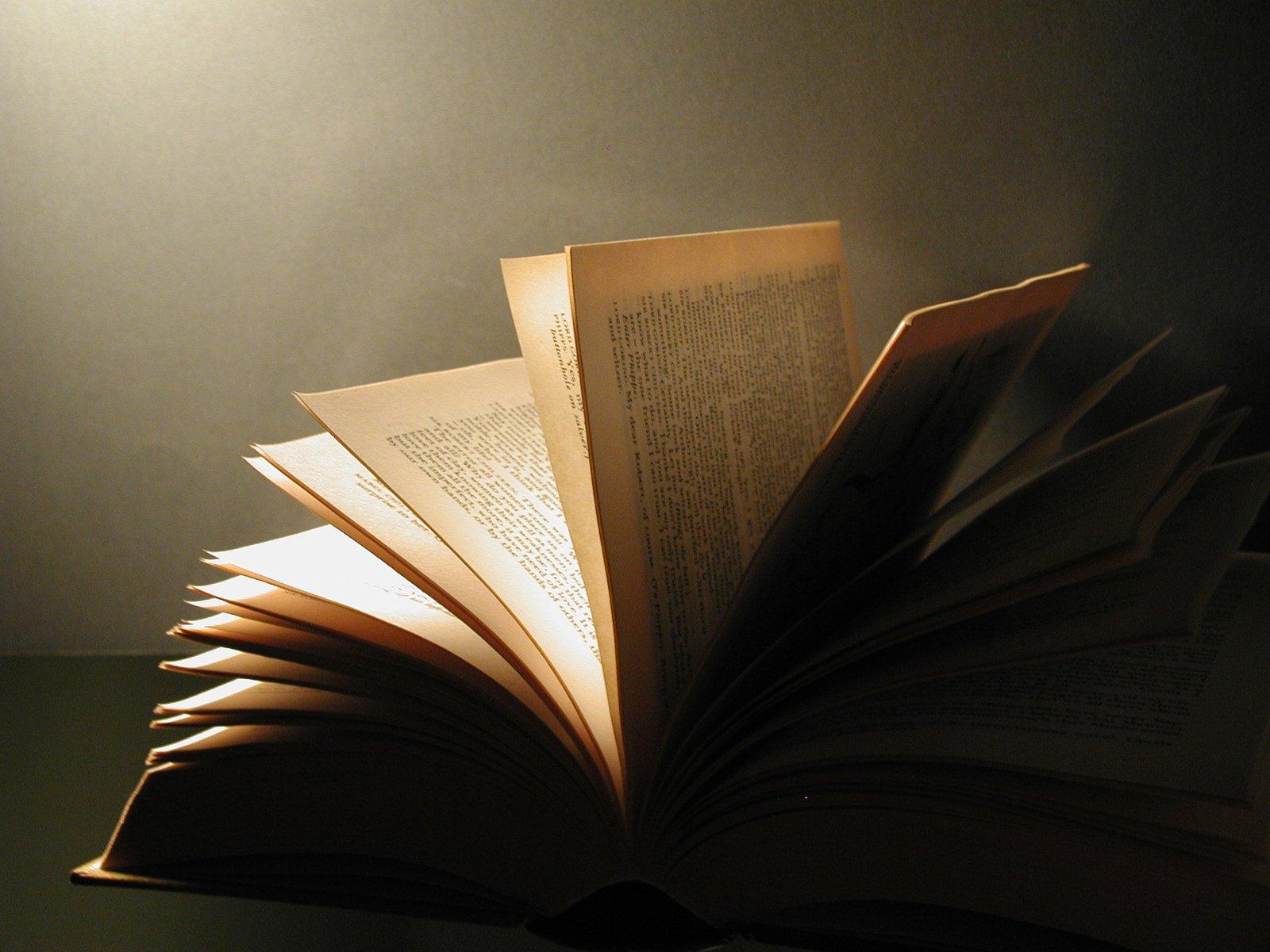 картинки падающей книги женою него