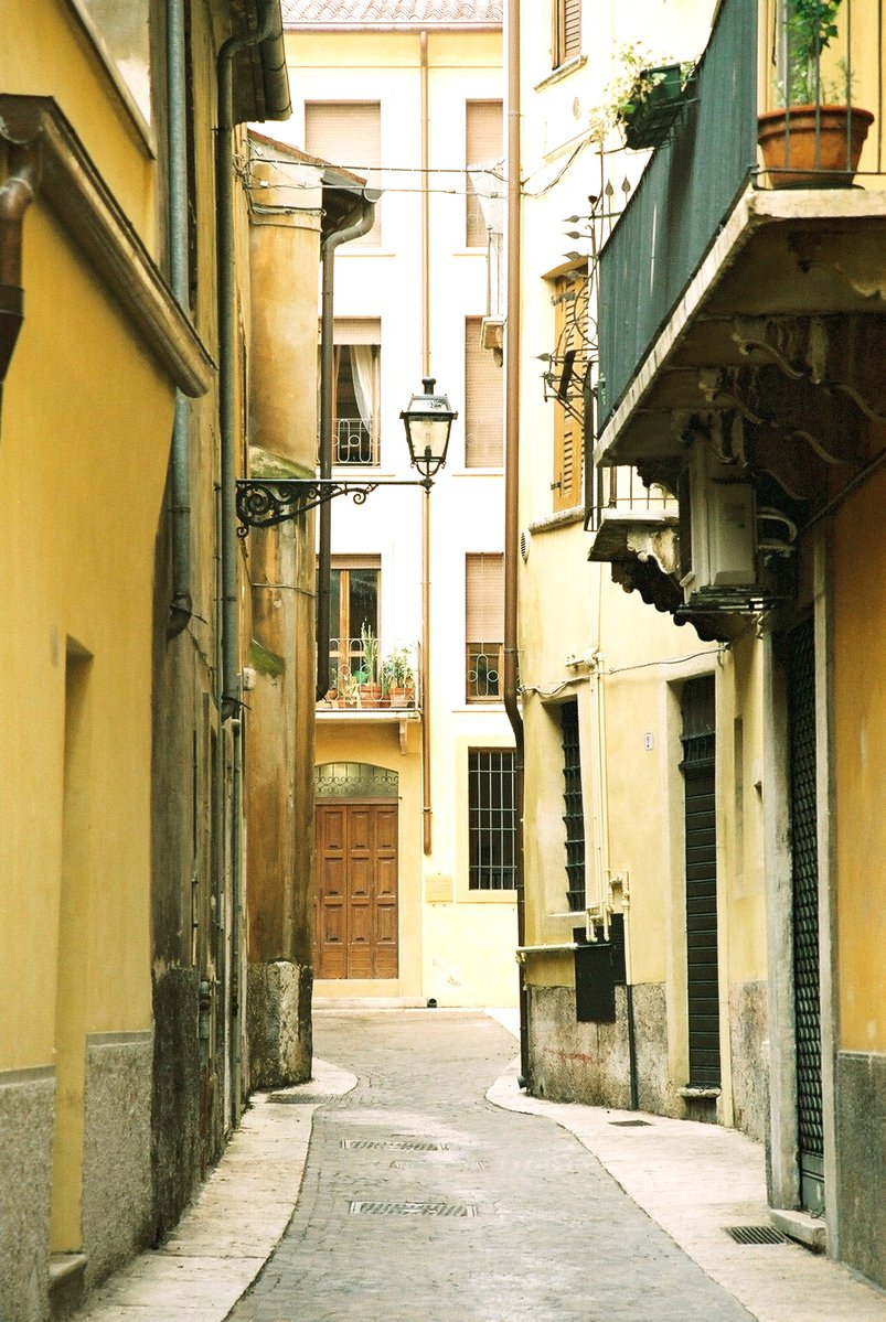 verona wee black alley - photo#6