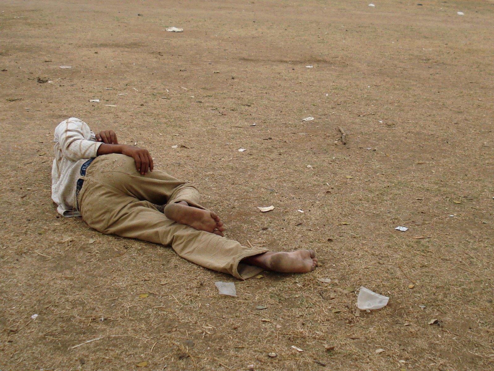 Slapen Op Grond : Free man slapen op de grond stock photo freeimages.com