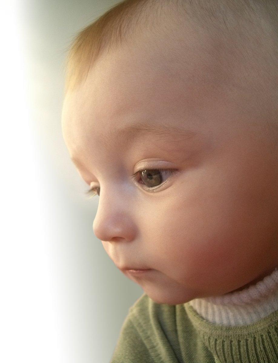 child,portrait,closeup,eye