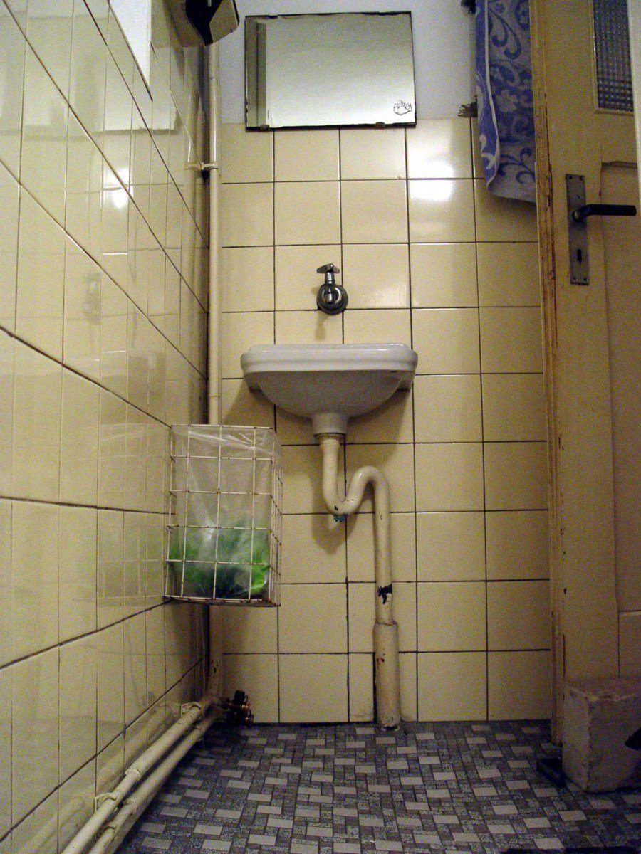 Free hässliche 15er WC Waschbecken Stock Photo - FreeImages.com