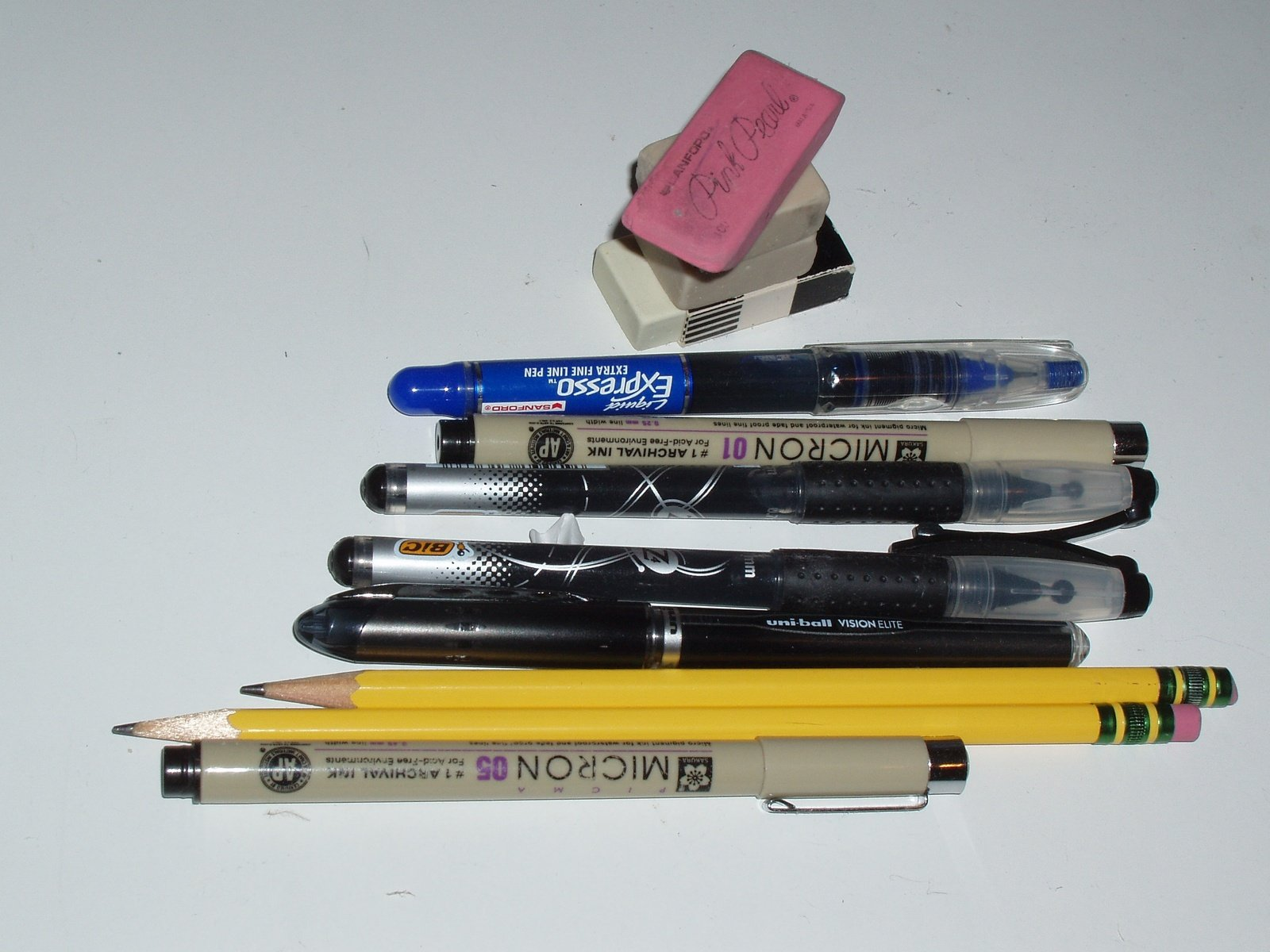 writing utensils How to improve your handwriting choose the right tools some people prefer pen, others pencils some like them larger, others smaller the important thing is to find a writing instrument that feels right in your hand.