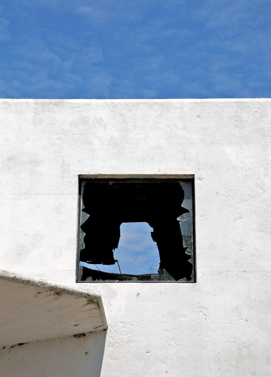 free 被打碎的窗户 1 stock photo