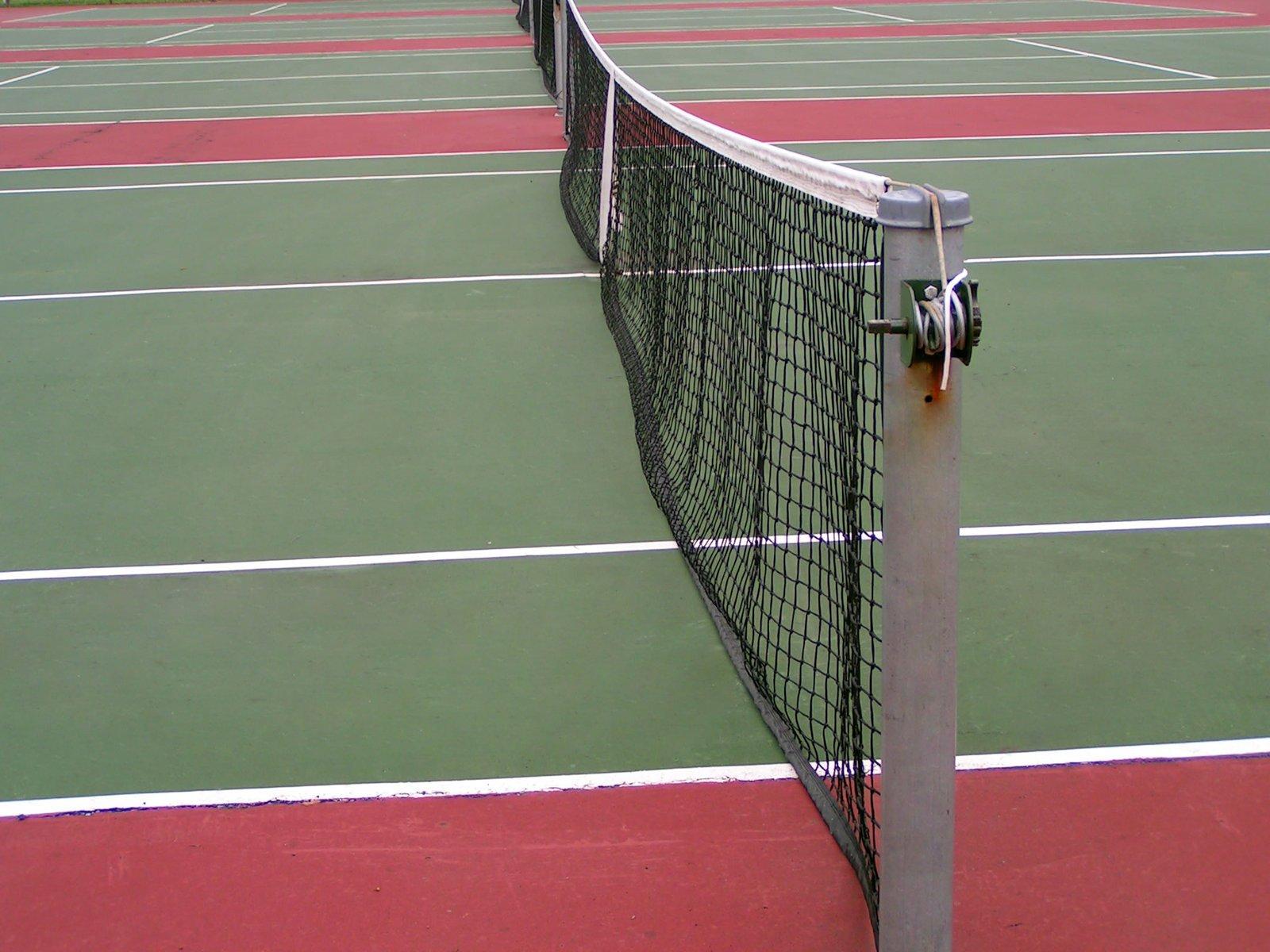 Free Ancien terrain de tennis 2 Stock Photo - FreeImages.com
