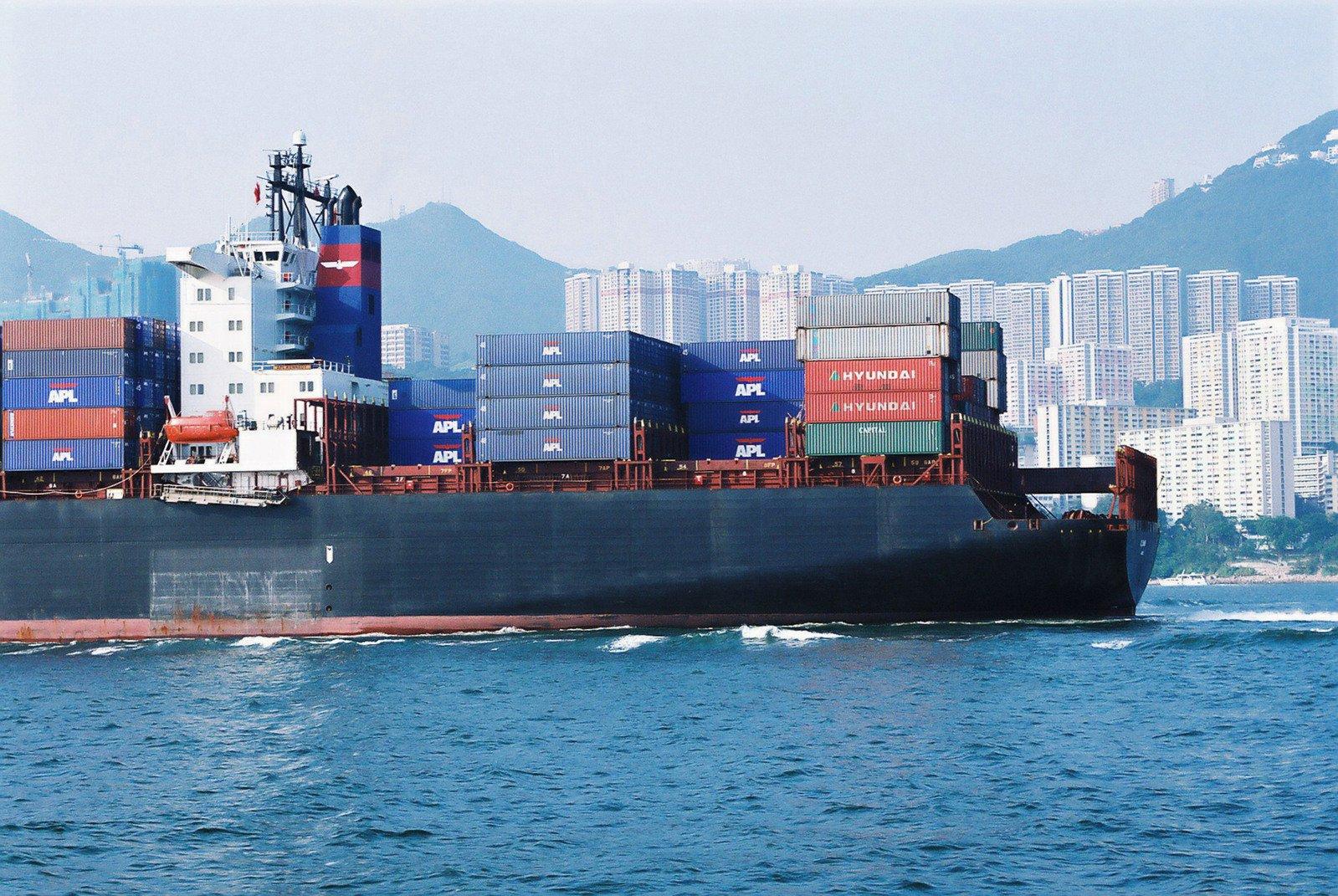 Free barco de contenedores en hong kong stock photo - Contenedores de barco ...