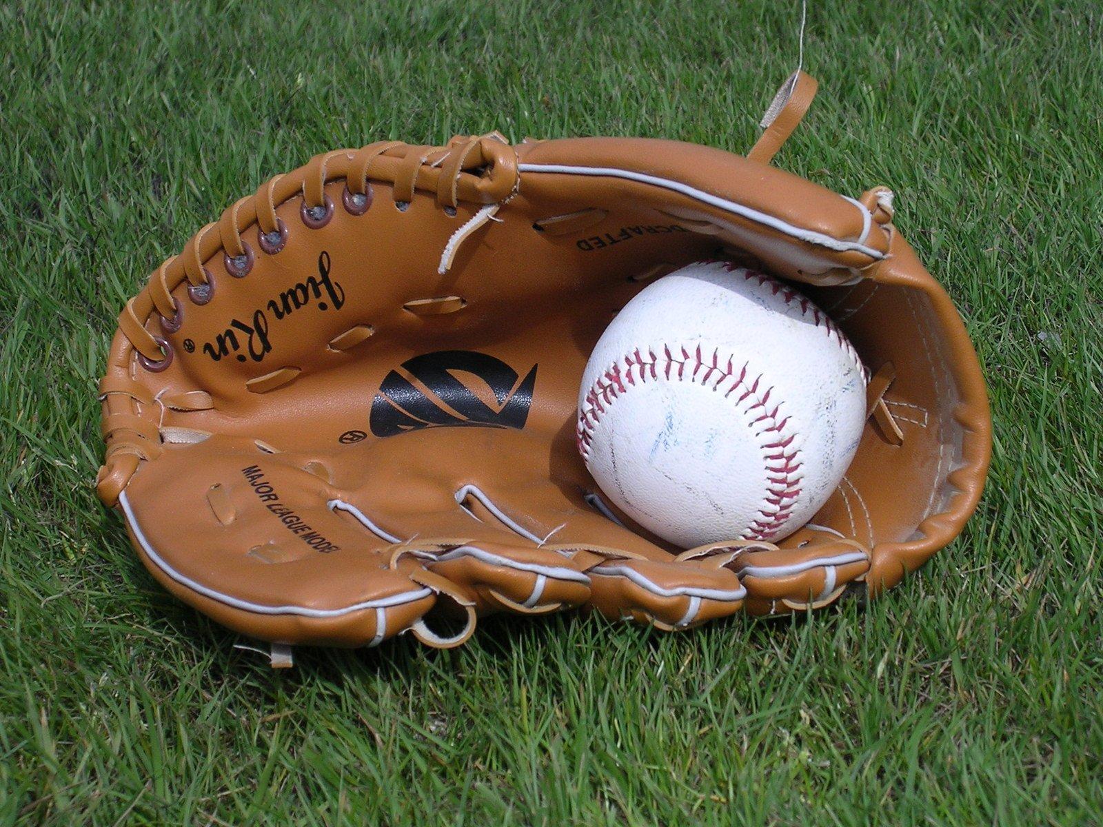 Смотреть в без бейсбольный мячик и регистрации жопу лесбиянки