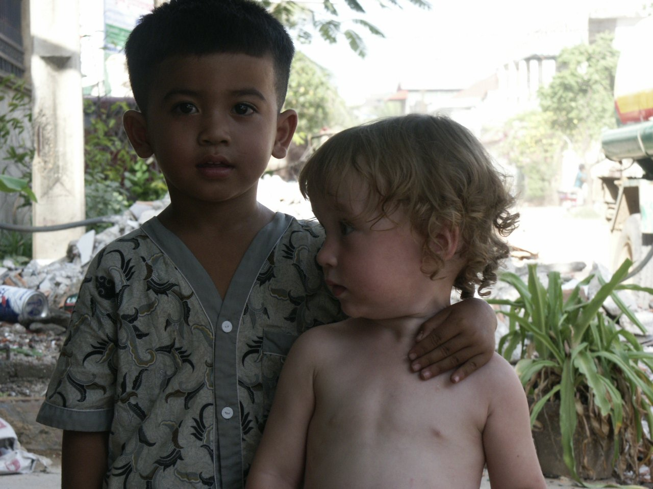 boy&girl,cambodia,outdoors,people
