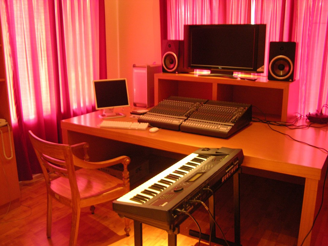 recording studio essay Recording studio techniques i mus knowledge of techniques commonly employed in professional and home recording studios this essay: 2 pages minimum, typed.