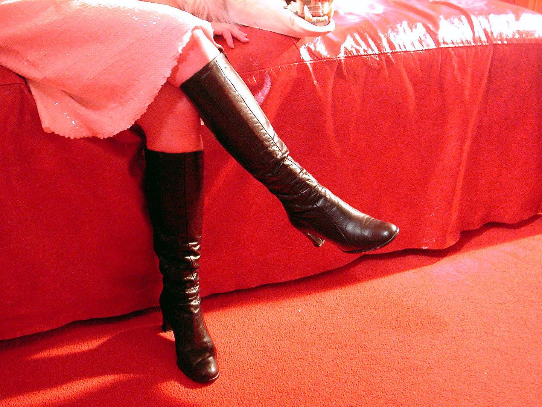 foto-krasivie-zhenskie-nogi-v-sapogah