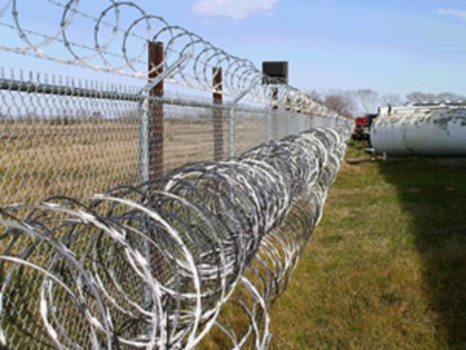 Free Razor Wire Fencing Stock Photo - FreeImages.com