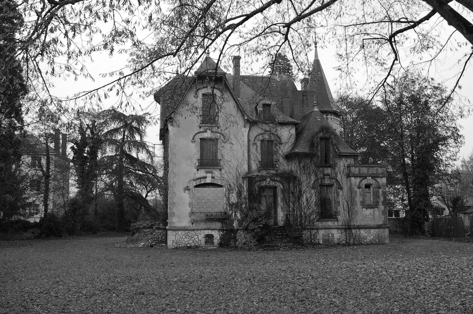 free 古老的法国庄园 stock photo