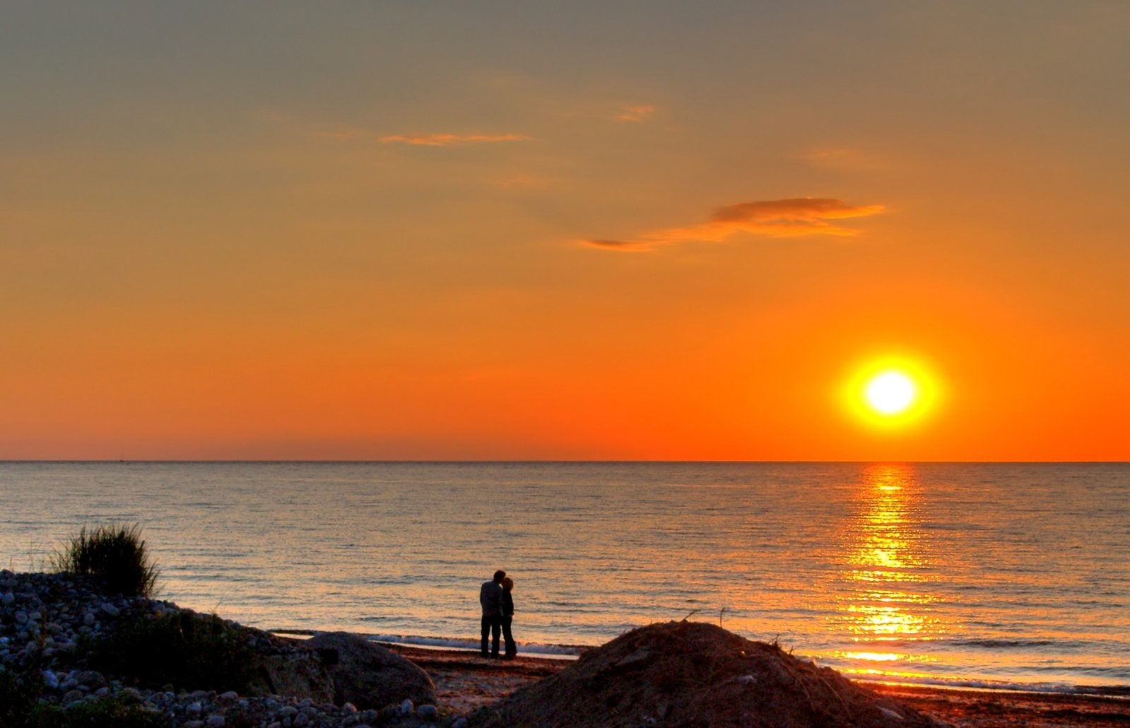 https://images.freeimages.com/images/large-previews/a46/couple-in-sunset-hdr-1307344.jpg