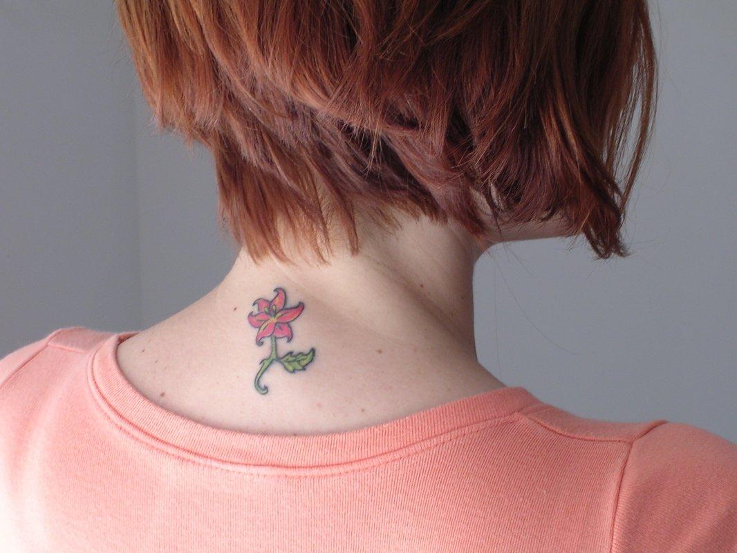 Тату на шеи цветы для девушек фото