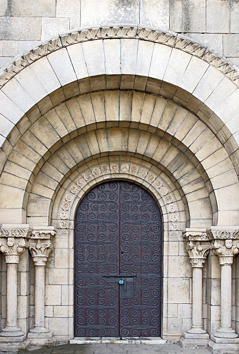 ديكورات أبواب بتصاميم كلاسيكية