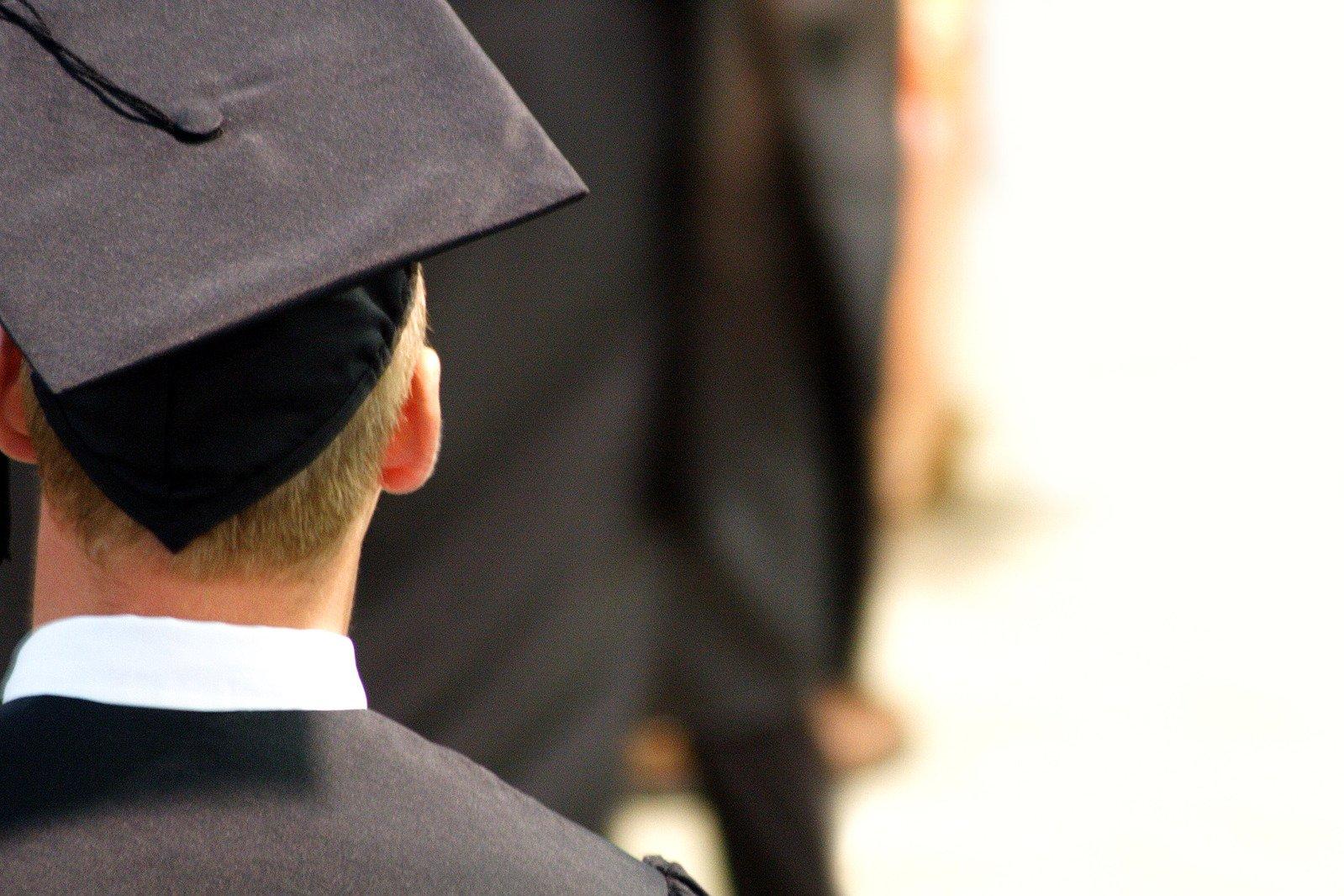 absolvent v taláru