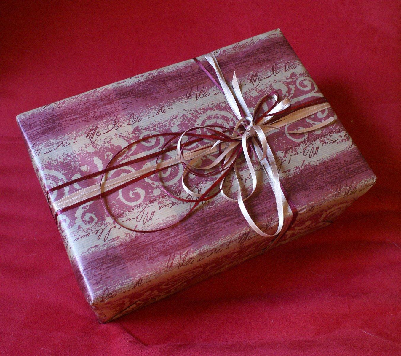 10 идей, как красиво упаковать подарочную бутылку 84