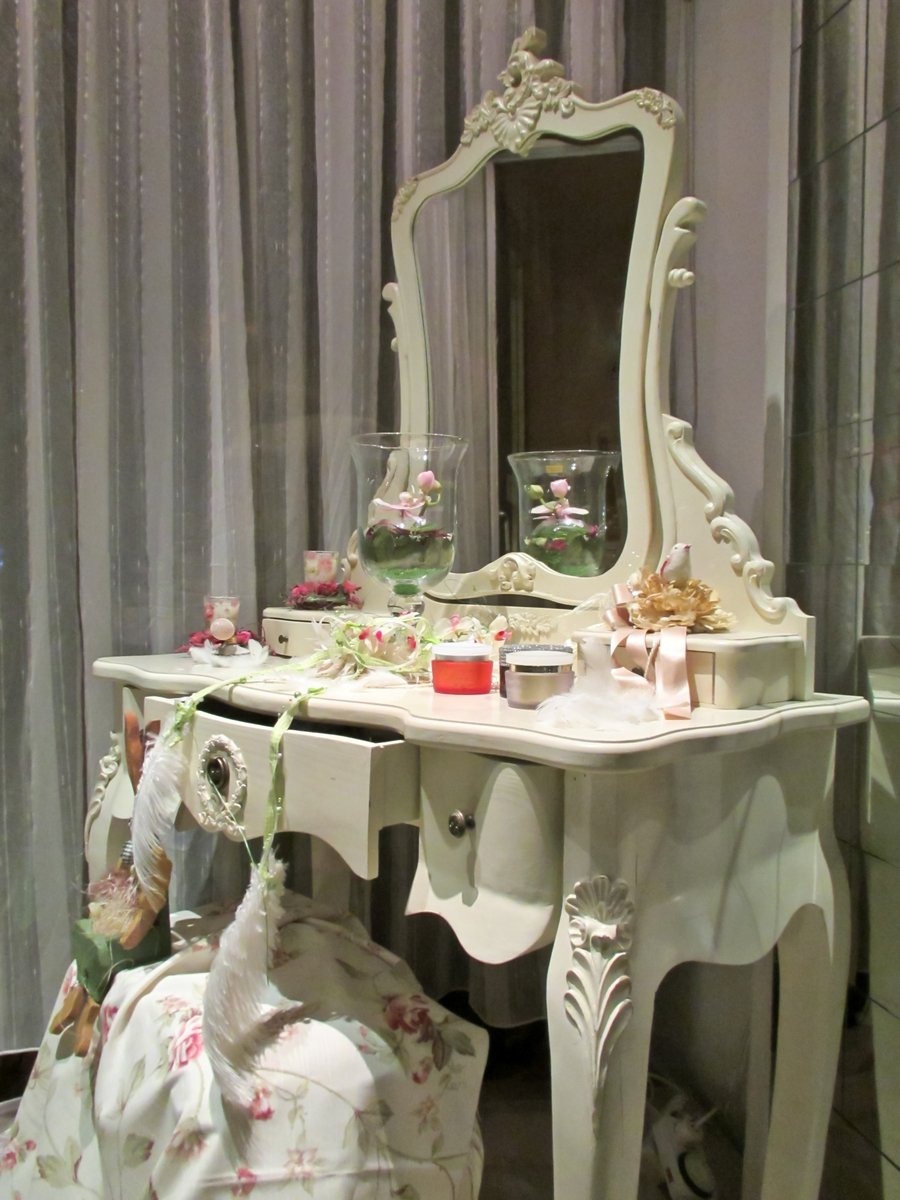 Decorative Dressing Table ~ Free decorative dressing table stock photo freeimages