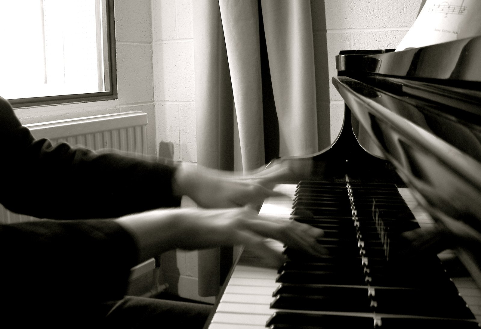 Картинки с пианино и руками