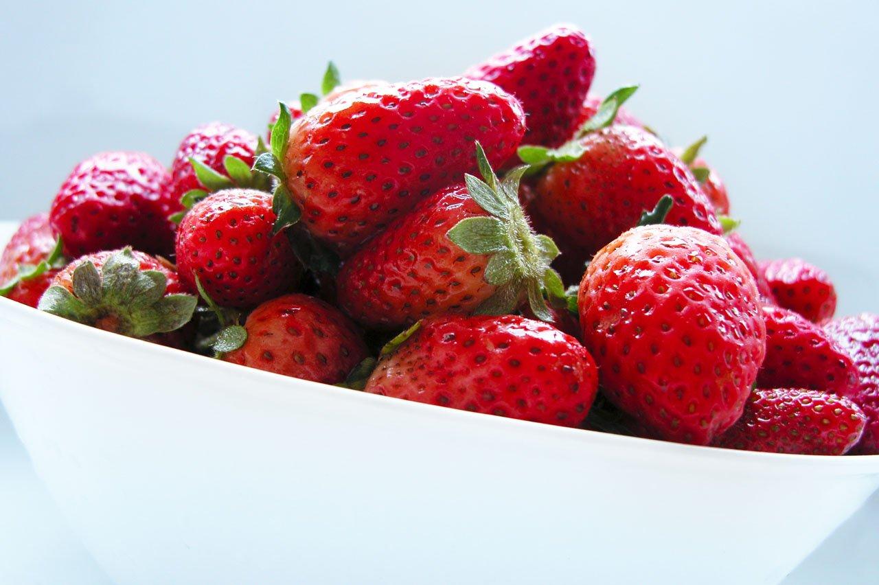 Strawberry,fruit,strawberry,bowl