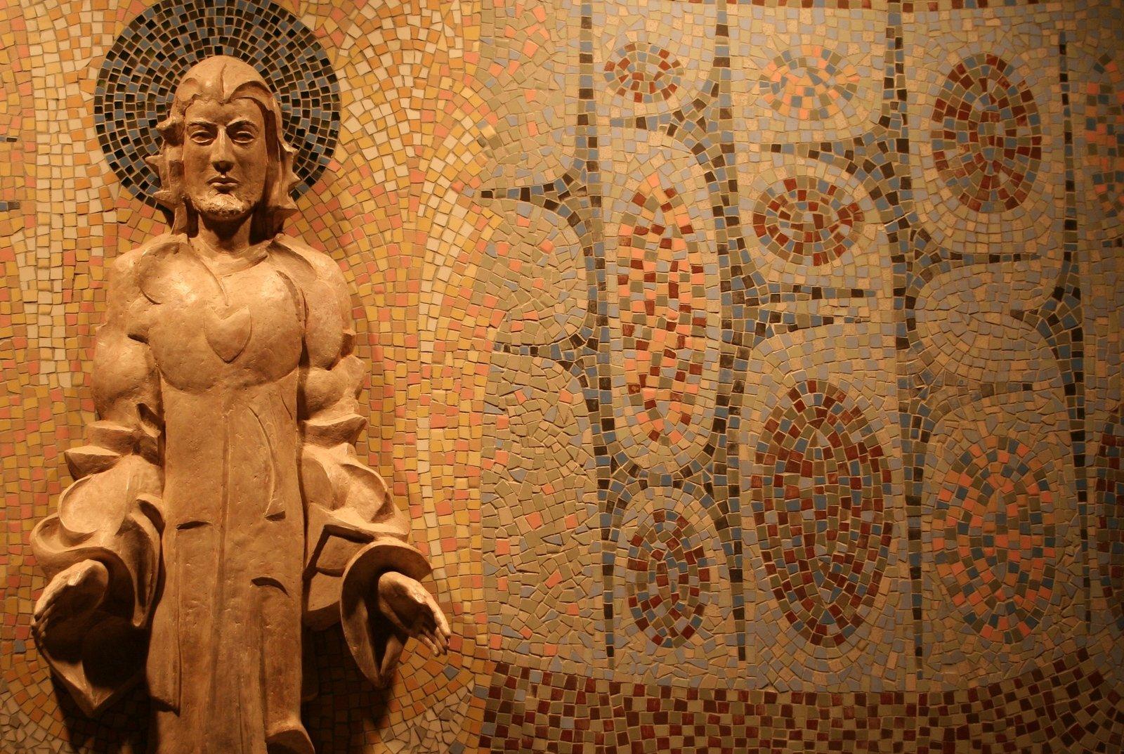 Jesús Statue