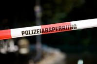 Polizeiabsperrung - police line, do not cross