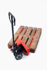 Hand lift truck with pallet