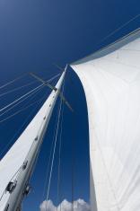 Yacht's main mast