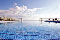 Swimmingpool at the ocean