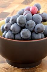 fresh concord  grapes
