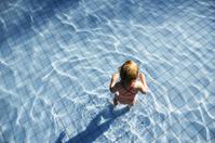 *child in swimmingpool