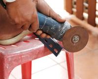 Mechanic sawing metal