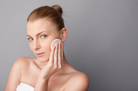 woman using a cosmetic pad