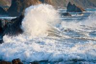 Ocean Waves Crashing