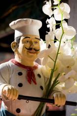 Italian chef statue