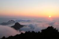 Sundown in Huangshan mountain