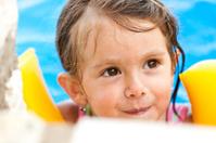 Little girl in swimmingpool