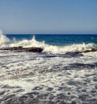 Splash of waves againts stones