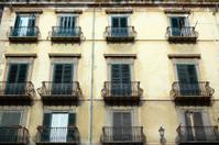 Eski bir balkon ve cephe palermo stok fotograflar? - freeima.