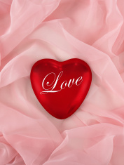 "valentine heart that says ""Love"""