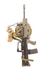 British soldiers machine gun