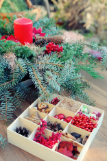 creating advent wreath with candle and ornaments