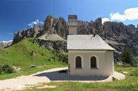 Gardena pass - small church