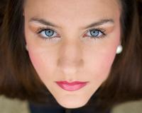Girl with beutifull blue eyes
