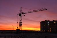 Elevating crane