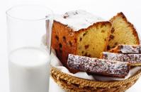 Raisin cake and milk