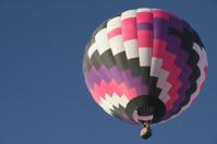 Purple hot air balloon in clear sky