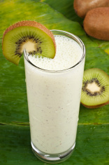refreshing kiwi smoothie milk shake