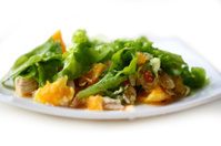 Salad with chicken, oranges, honey and almonds